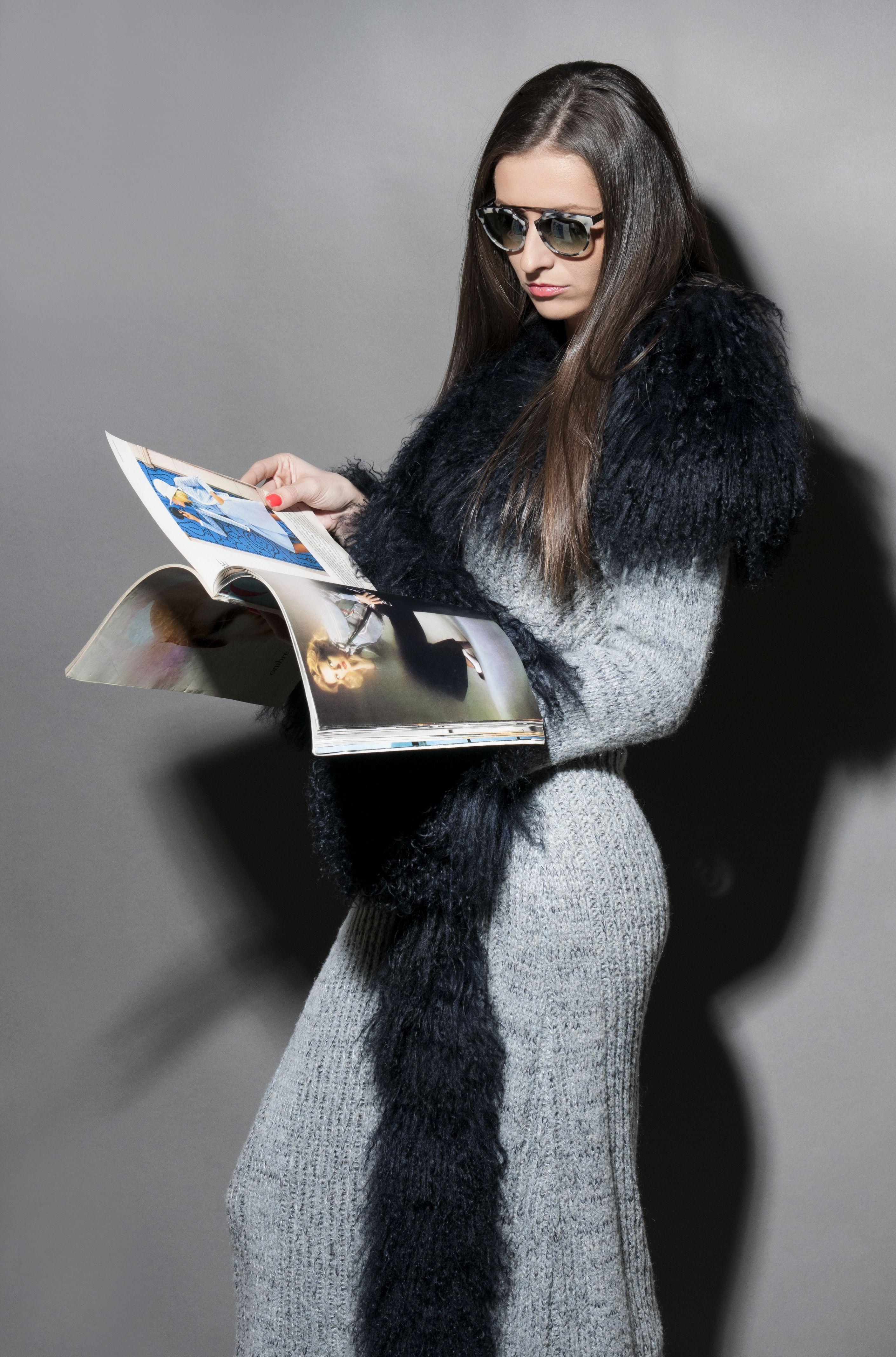 Sediune foto editorial de fashion in studio