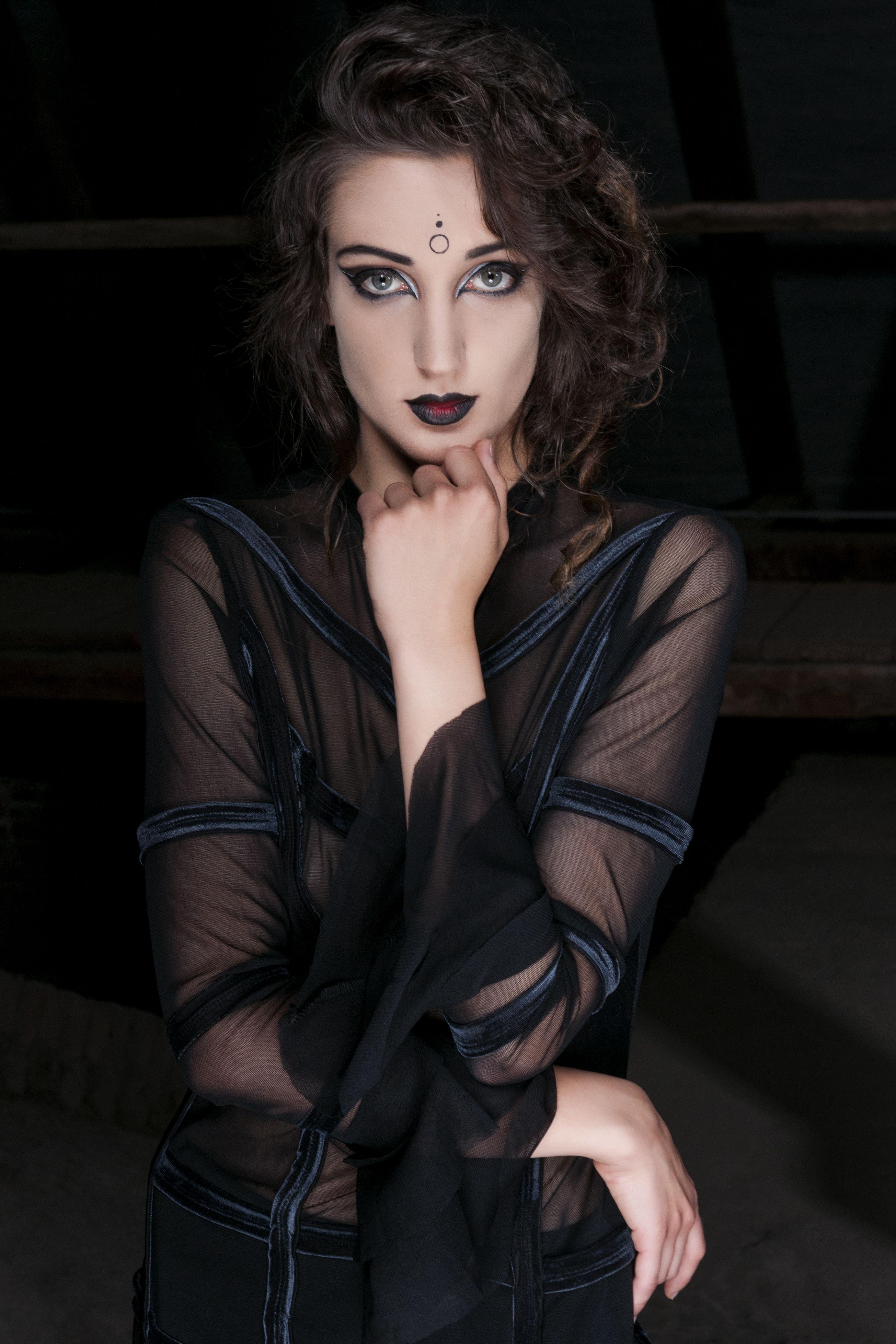 Sedinta foto vestimentatii gotice cu model