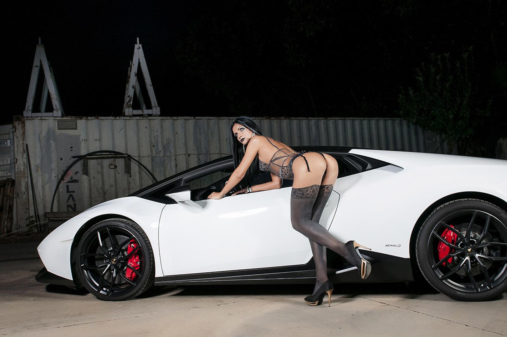 Ședință foto cu Lamborghini bodypainting
